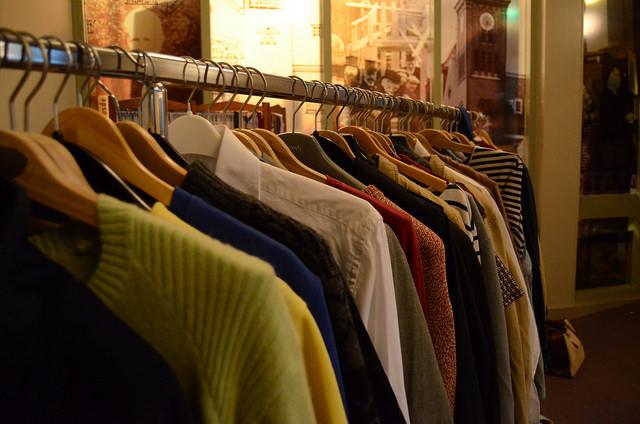 Tienerkleding gezocht voor de kledingbeurs op Kanaleneiland!