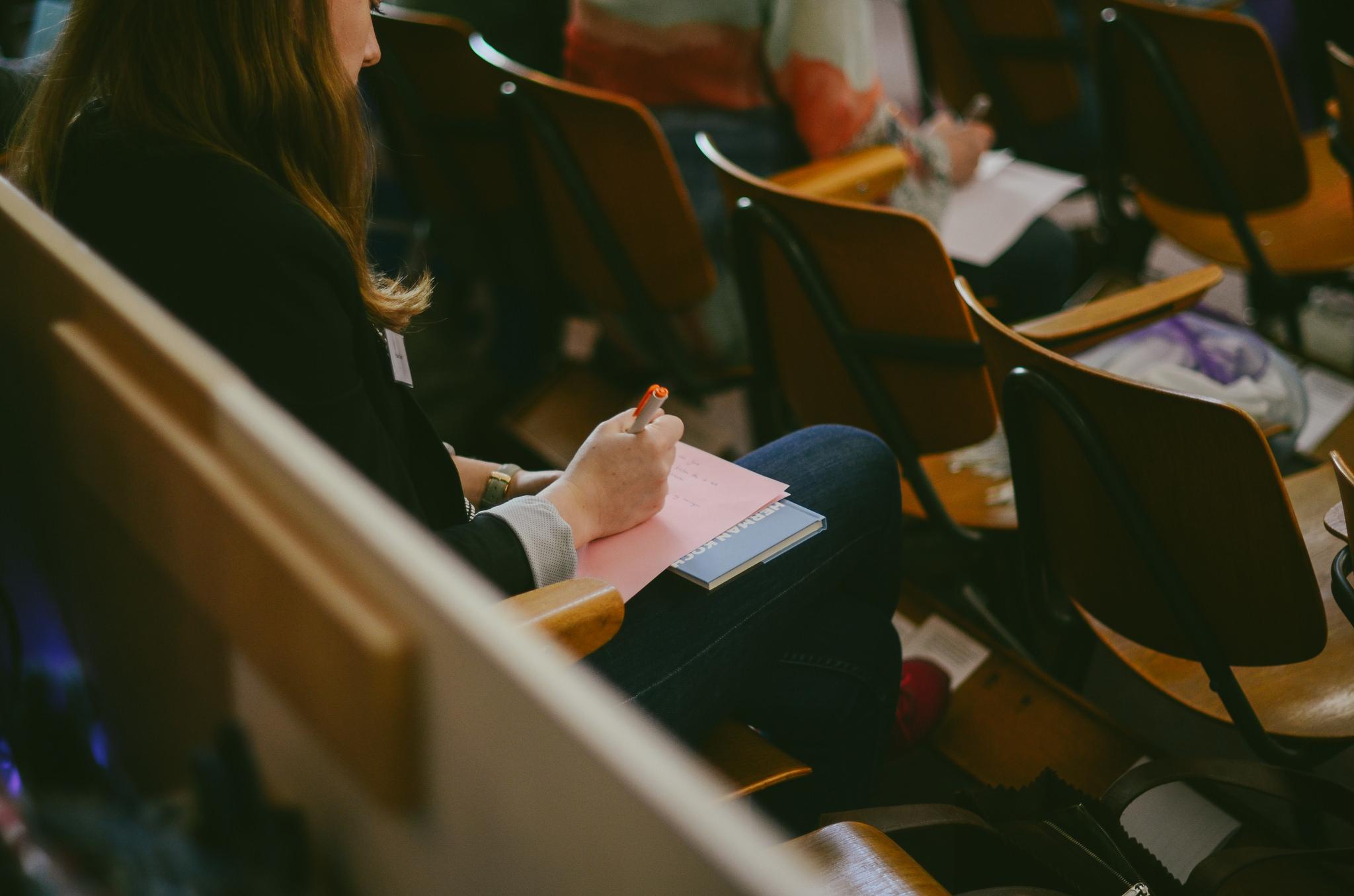 Vertrek je uit de Nieuwe Kerk? Laat het weten